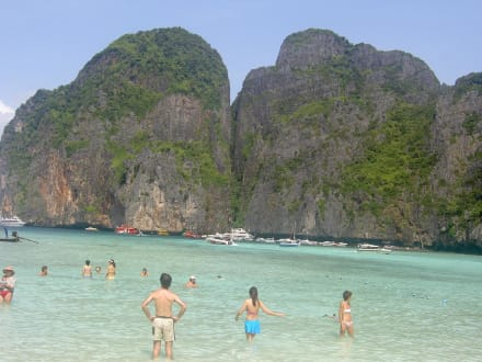 Phi Phi Island - Maya Bay / The Beach