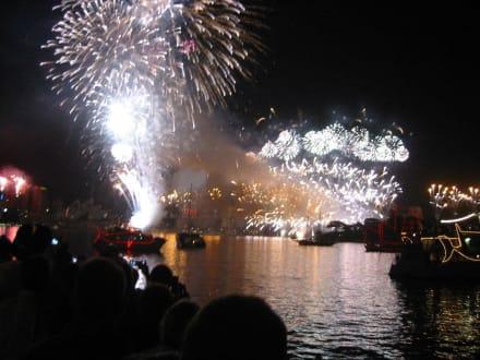 Sylvester-Feuerwerk vom Boot aus - Feuerwerk zum Jahreswechsel
