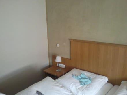 teppich an der wand bild landhotel dietzel in arnsberg nordrhein westfalen deutschland. Black Bedroom Furniture Sets. Home Design Ideas