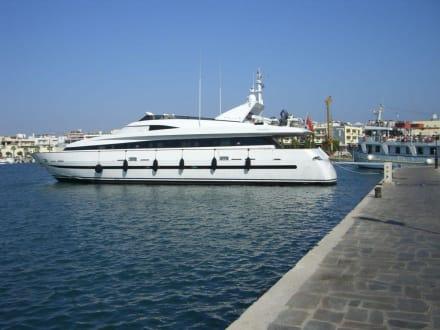 Yacht am Hafen - Hafen Kos Stadt