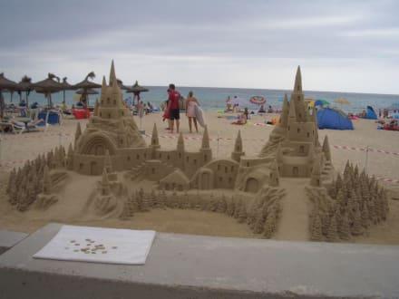 Kunst am Strand von Cala Milor - Strand Cala Millor