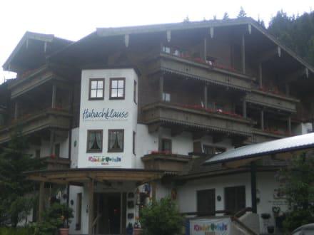 Haupteingang Haupthaus - Kinderhotel & Bauernhof-Resort Habachklause