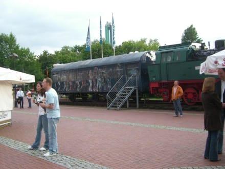 Lokomotive vor der Halle - Starlight Express