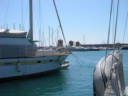 Hafen von Rhodos-Stadt - Yachthafen Mandraki