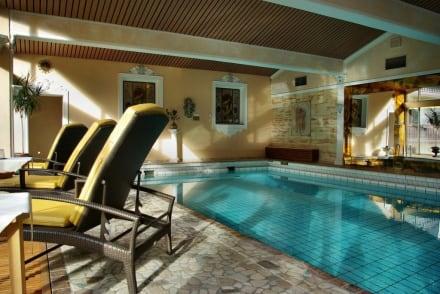 schwimmbad bild romantik hotel der alpenhof in bayrischzell bayern deutschland. Black Bedroom Furniture Sets. Home Design Ideas