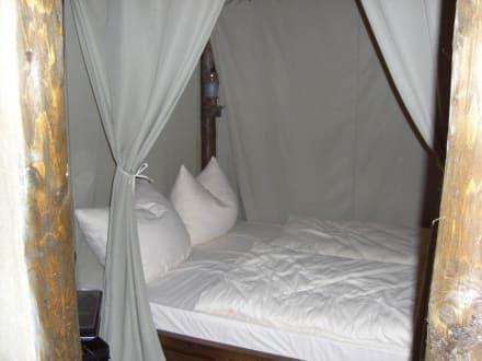 sch ne betten bild hotel matamba in br hl nordrhein westfalen deutschland. Black Bedroom Furniture Sets. Home Design Ideas