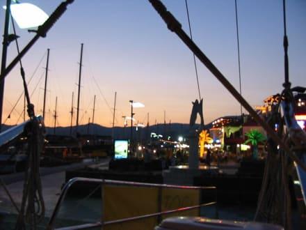 Blaue Reise-Marmaris Hafen - Yachthafen Marmaris