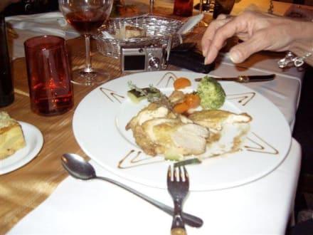 schön dekorierter Teller mit super Essen - Hotel Restaurant La Chaumiere
