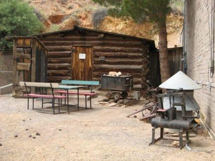 Miner's Log Cabin im Geronimo Springs Museum - Geronimo Springs Museum