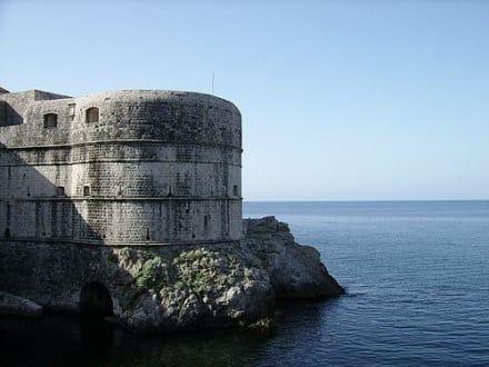 Burg/Palast/Schloss/Ruine - Stadtmauer