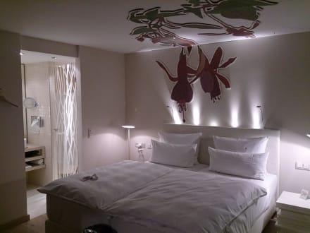 gartenanlage bild hotel schwanen in metzingen baden w rttemberg deutschland. Black Bedroom Furniture Sets. Home Design Ideas
