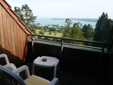 balkon im dach bild parkhotel st leonhard in berlingen. Black Bedroom Furniture Sets. Home Design Ideas