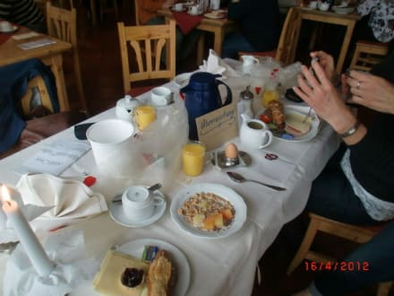 Liebevoll gedeckter Tisch zum Geburtstag - Hotel Ahornhof