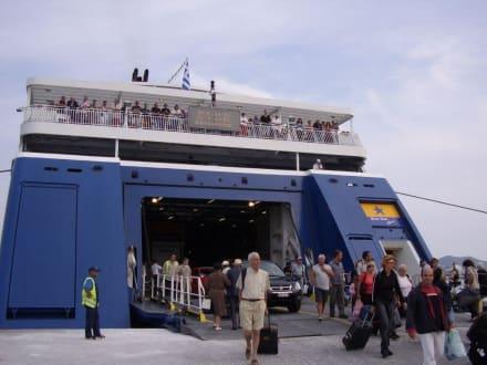 Ankunft mit der Fähre - Hafen Naxos Stadt