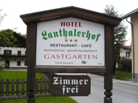 Einfahrt Hotel Lanthalerhof - Hotel Lanthalerhof