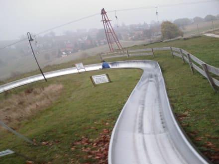 Die erste große Kurve, von ca.11! - Sommerrodelbahn und Skilift