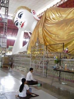 Betende Buddhisten - Kyau-htat-gyi-Pagode