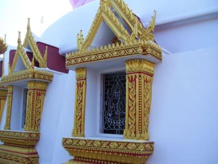 Tempelfenster - Weisser Buddha