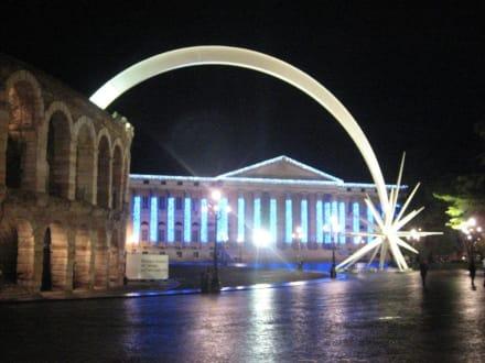 Arena & Palazzo Barbieri at night - Palazzo Barbieri