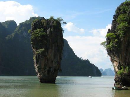 """""""James Bond""""-Felsen in der Phang Nga Bucht - Phang Nga Bucht/Nationalpark Ao Phang Nga"""