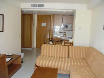 Wohnzimmer mit Kochniesche - Hotel Hipotels Bahia Grande