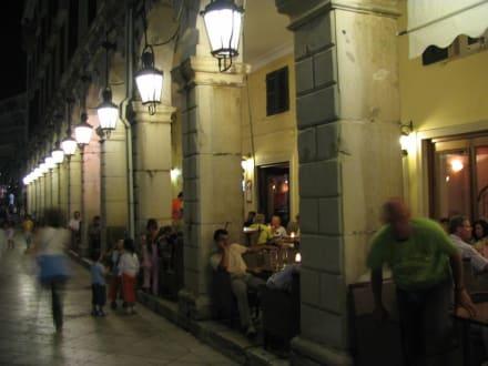 Café an der Esplanade nachts - Altstadt Kerkyra/Korfu Stadt