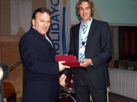 Axel Jockwer von HC und der Chairman des ETTC - HolidayCheck Award Gala