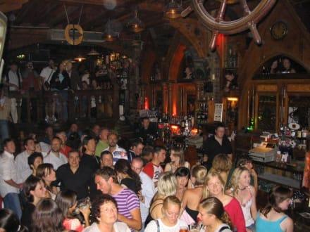 pub night - Quays Pub