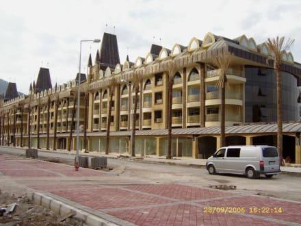 Neues Hotel - Shoppingmeile