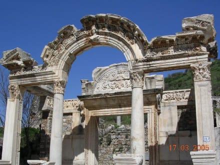 Hadrianus Tempel - Antikes Ephesus