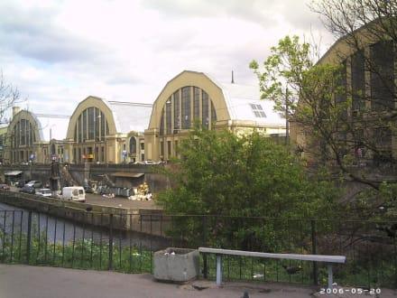 ehemalige Zeppelinhallen - jetzt großer Markt - Markthallen (Zeppelinhallen)