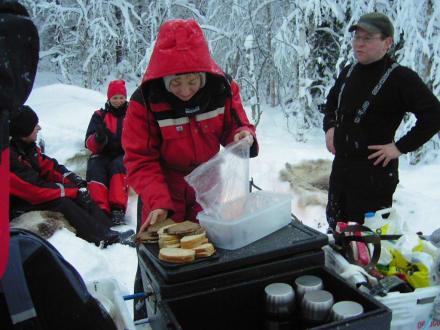 Rast am Lagerfeuer - Finnland im Winter