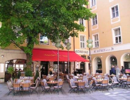 Straßencafe in München - gemütliche Ecke - Andechser am Dom