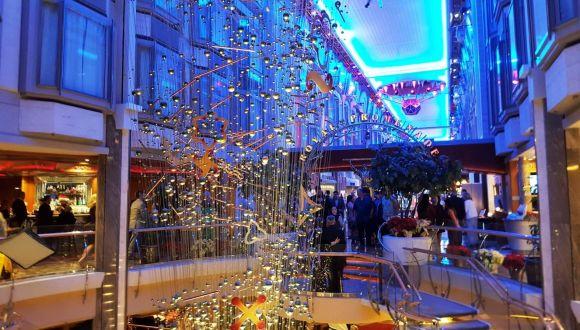 Royal Promenade, abends