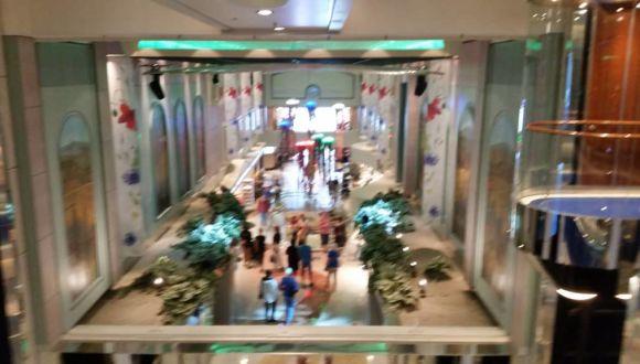 Einkaufspassage Deck 6