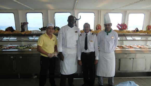 Chefkoch aus Jamaika mit seiner Crew