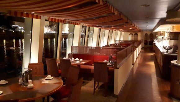 Restaurant - Tische vorne
