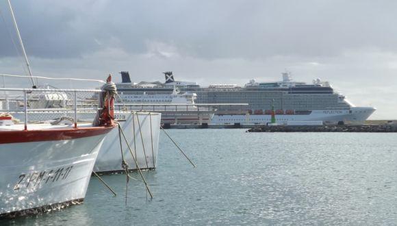 Reflection im Hafen von Ibiza