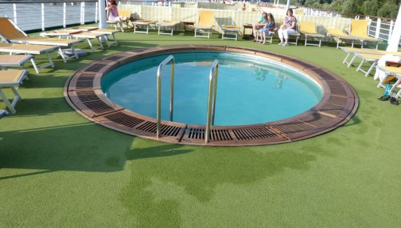 Der Pool der A-Rosa Mia