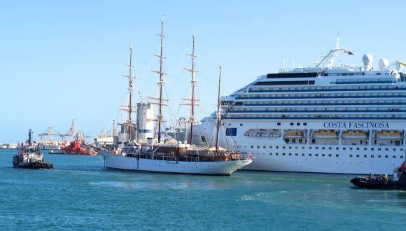 Die Sea Cloud verläst den Hafen von Valencia