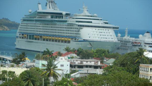 Das Schiff am Hafen von Antigua