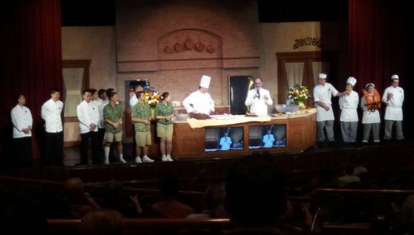 Demo  der Küchenmanchaft im Theater