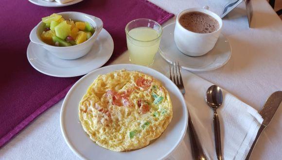 Eier Omelett mit Kaba und Obst