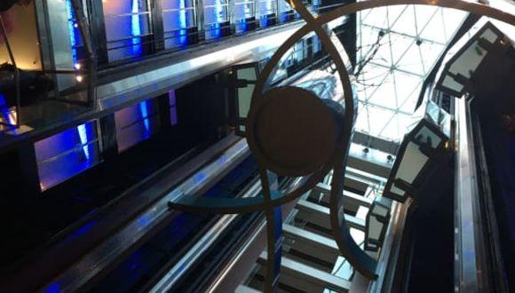 Lobby mit 8 Aufzügen