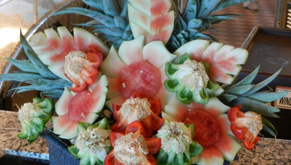 Schnitzereien aus einer Wassermelonen