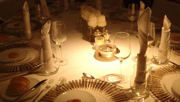 Eingedeckter Tisch für Kapitänsessen