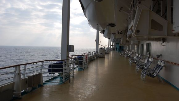 Bei den Rettungsbooten