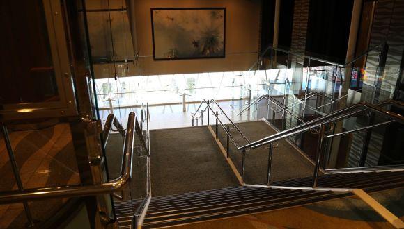 Treppen zwischen den Decks