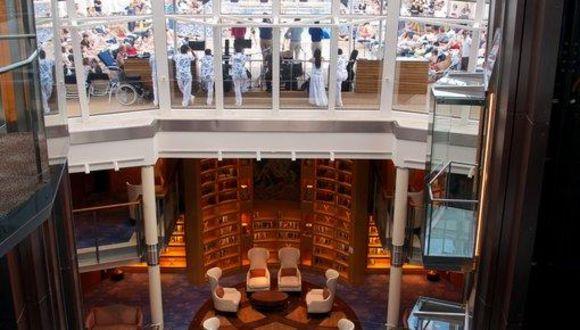 Main Hall mit Bibliothek