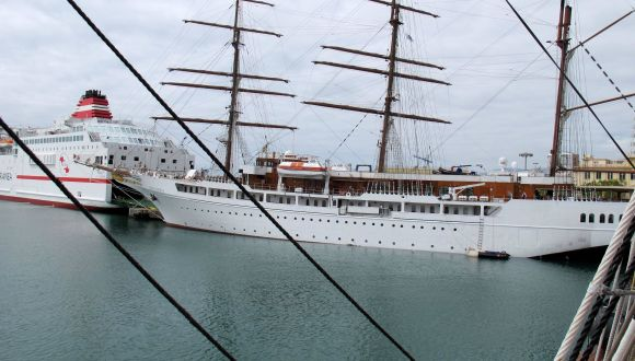 Sea Cloud und Sea Cloud II im Hafen von Mallaga